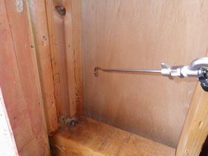 浴室壁内への薬剤処理