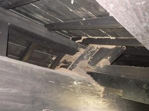 3階にある梁のイエシロアリ被害跡