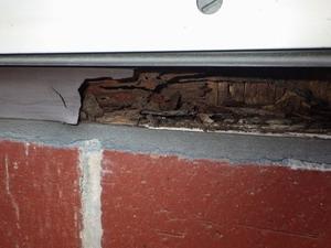 2階掃き出し窓枠の被害
