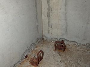 ベタ基礎床下で確認された蟻道跡