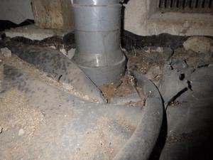 隙間だらけの防湿防蟻シート
