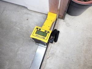 玄関枠でシロアリの動きを探知する非破壊シロアリ探知機